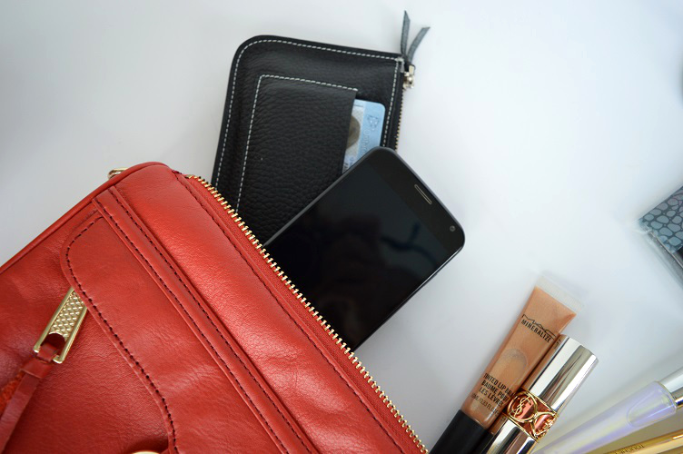 Whats in My Purse Clubbing - Phone and Wallet